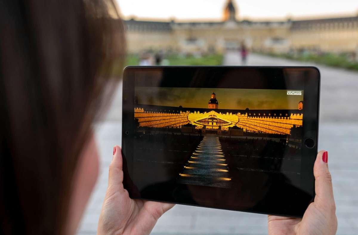 """So sehen die virtuellen Schlossfestspiele auf einem Tablet-Bildschirm aus: die digitale Projektion """"300 Fragments"""", die von Maxin10sity produziert wurde. Foto: dpa/Uli Deck"""