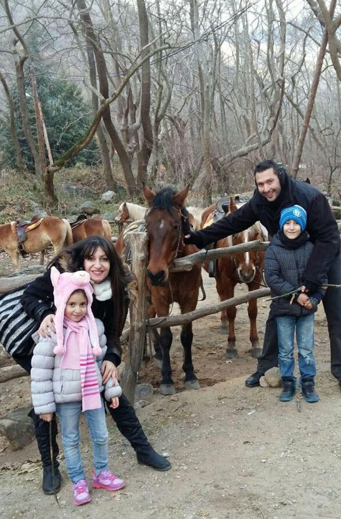 Versucht   das Beste aus der schwierigen Situation   zu machen: Familie  Organtzi im griechischen Thessaloniki. Foto: StZ