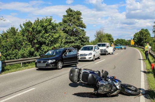 Biker schwer verletzt – B295 zwei Stunden gesperrt