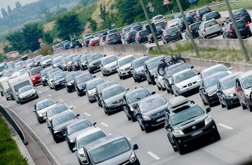 Staus und stockender Verkehr am Karfreitag