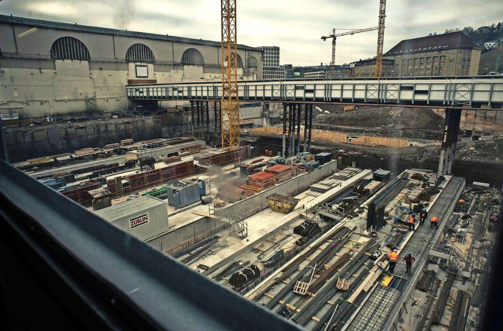 Die Arbeiten am Tiefbahnhof gehen trotz der juristischen Auseinandersetzung um die Finanzierung weiter. Foto: Lichtgut/Max Kovalenko