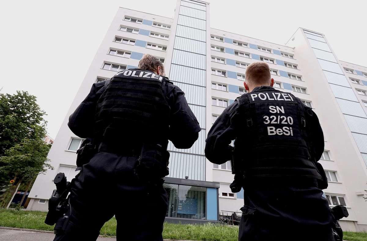 800 Polizisten waren bei der Razzia im Einsatz. Foto: dpa/Tino Plunert