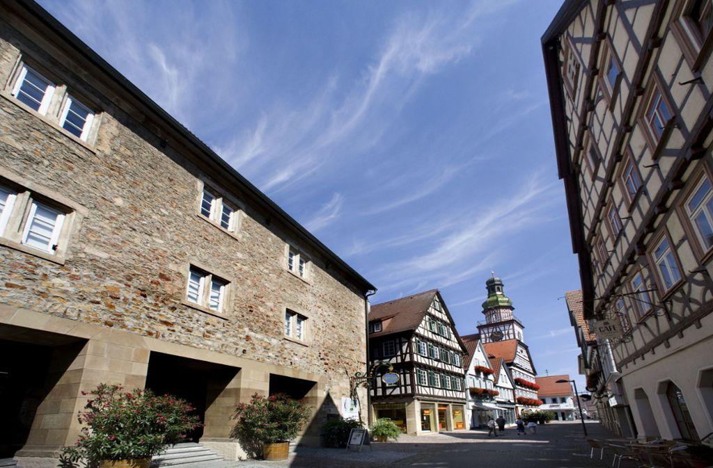 Das Kirchheimer Kornhaus (links) muss aufwendig saniert werden. Foto: Horst Rudel/Archiv