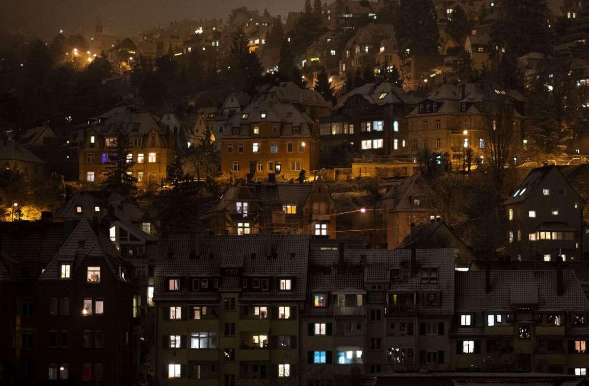 Von Freitag an heißt es auch in Stuttgart: von 21 Uhr an zuhause bleiben. Foto: dpa/Marijan Murat