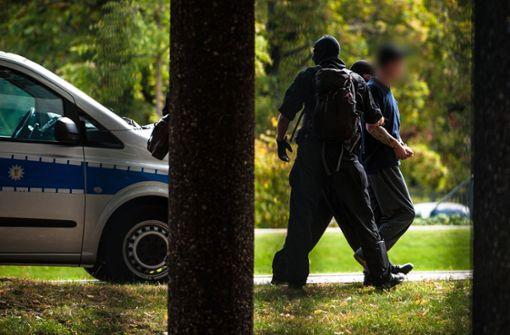 Vier mutmaßliche Rechtsterroristen werden Richter vorgeführt