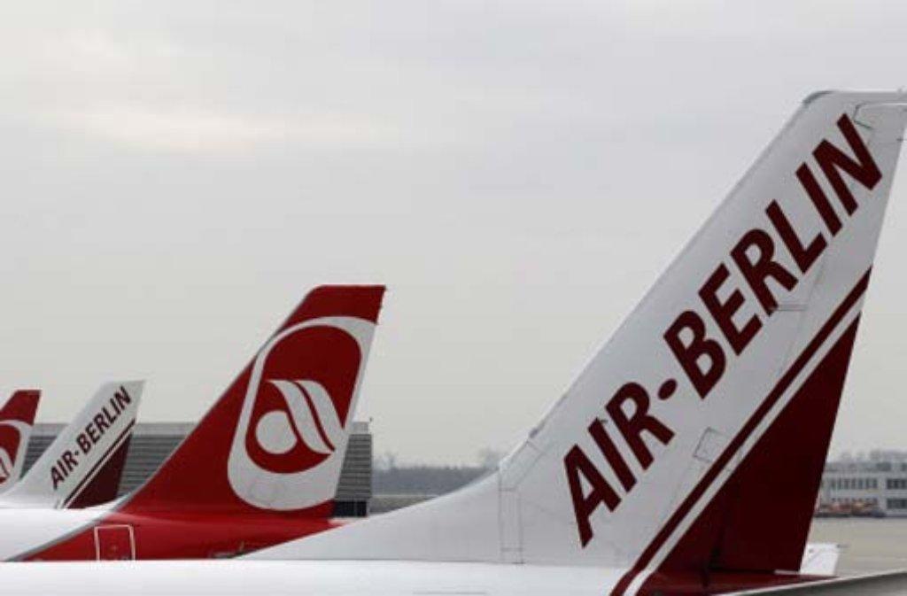 Stewardessen der Fluglinie Air Berlin haben ihre Bordgäste mit ungewöhnlichen Durchsagen überrascht. Foto: dpa