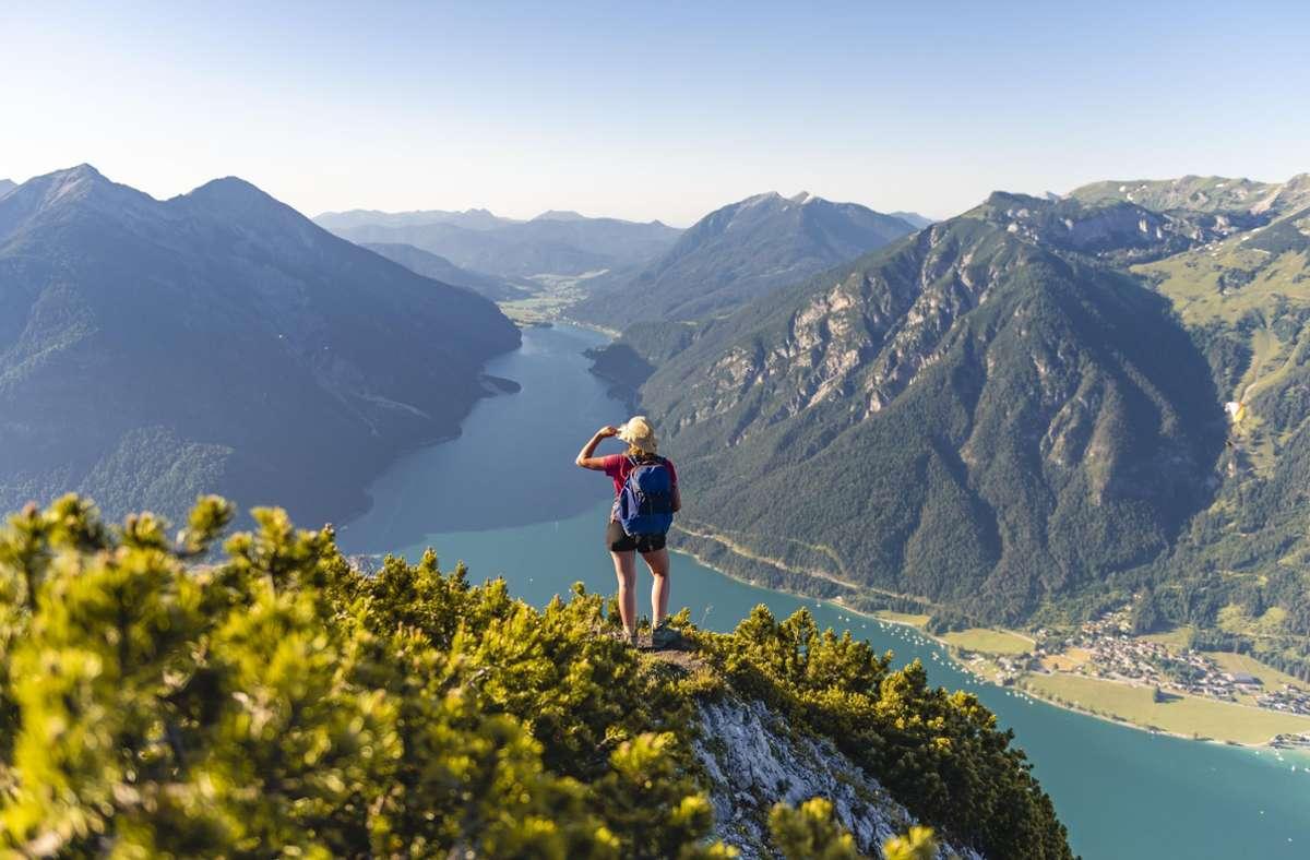 Mittlerweile ist ein Urlaub in Österreich wieder möglich – bei der Ein- und Ausreise gibt es aber ein paar Dinge, die man beachten muss. Foto: imago images/imagebroker