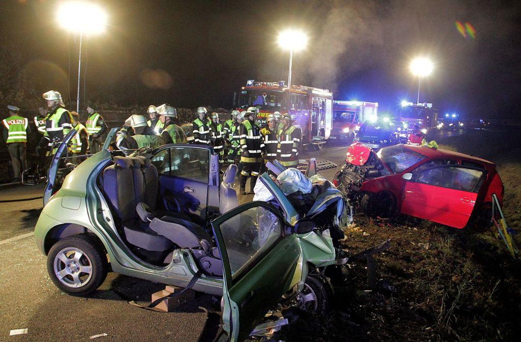 Rücksichtslose Raser, wie hier in Rosenheim, verursachen immer wieder grauenvolle Unfälle. Foto: dpa