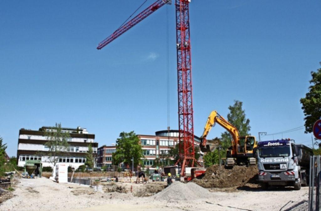 Die Bauarbeiten an der Vischerstraße laufen. Bis in rund einem Jahr soll das Studentenwohnheim fertig und bis Oktober von den ersten Bewohnern bezogen sein. Foto: Rebecca Stahlberg
