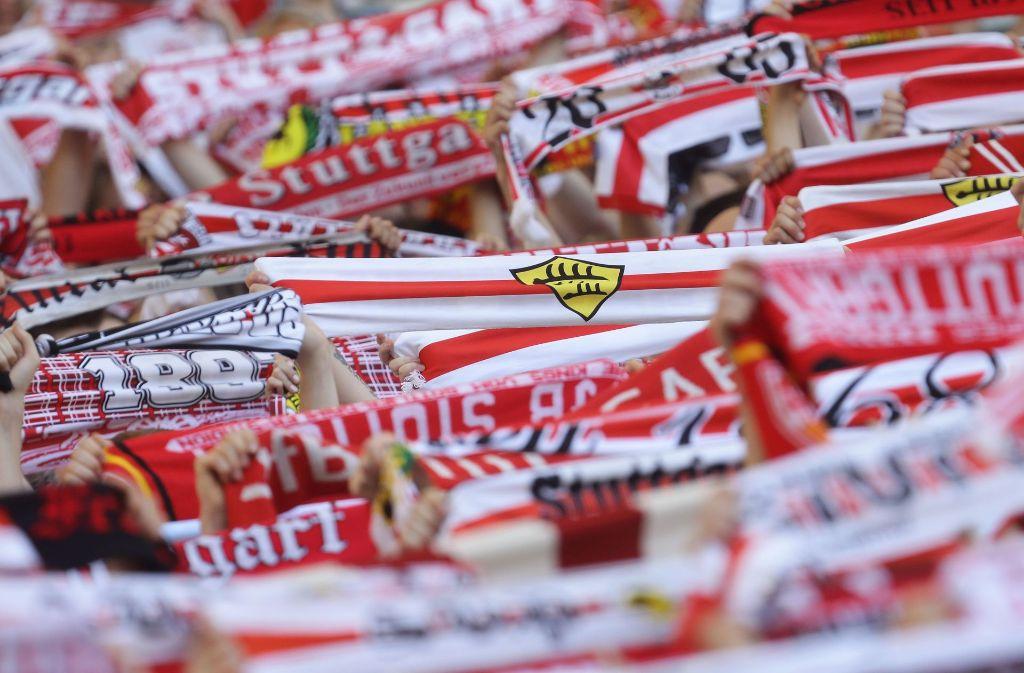 Breute Unterstützung der VfB-Fans beim Auswärtsspiel gegen den 1. FC Nürnberg. Foto: Pressefoto Baumann