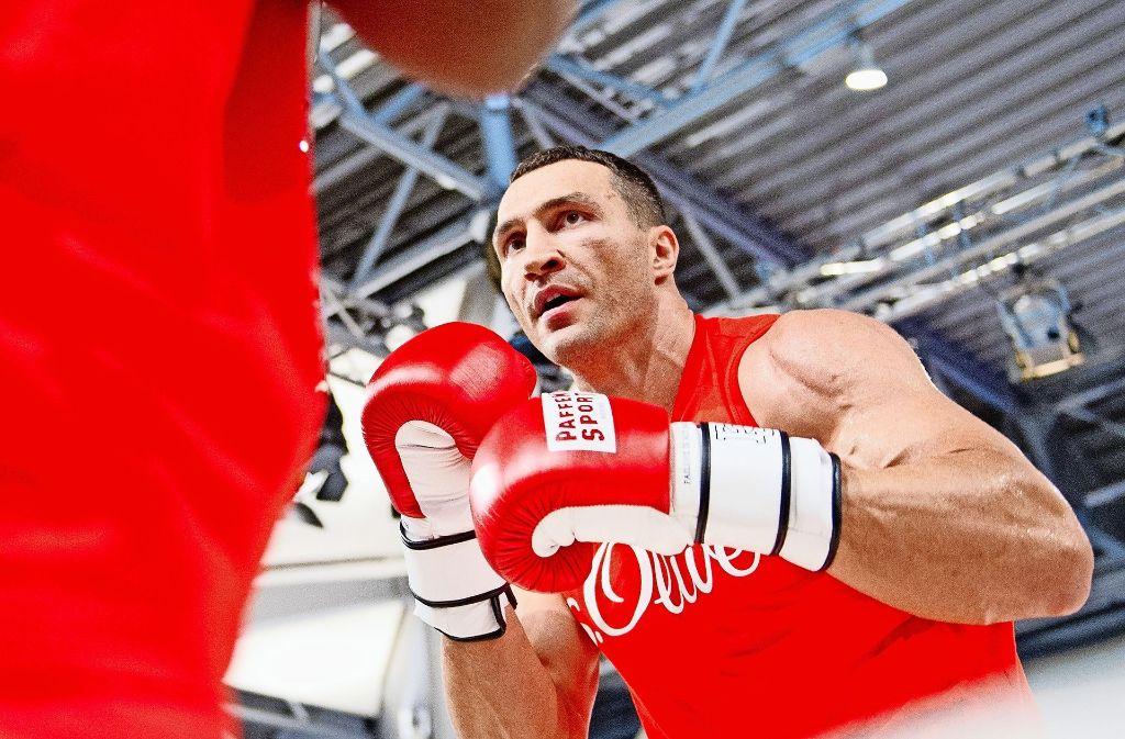 Halligalli im Boxring: Wladimir Klitschko erobert mit Schoko-Stärkung den WM-Gürtel zurück. Foto: dpa