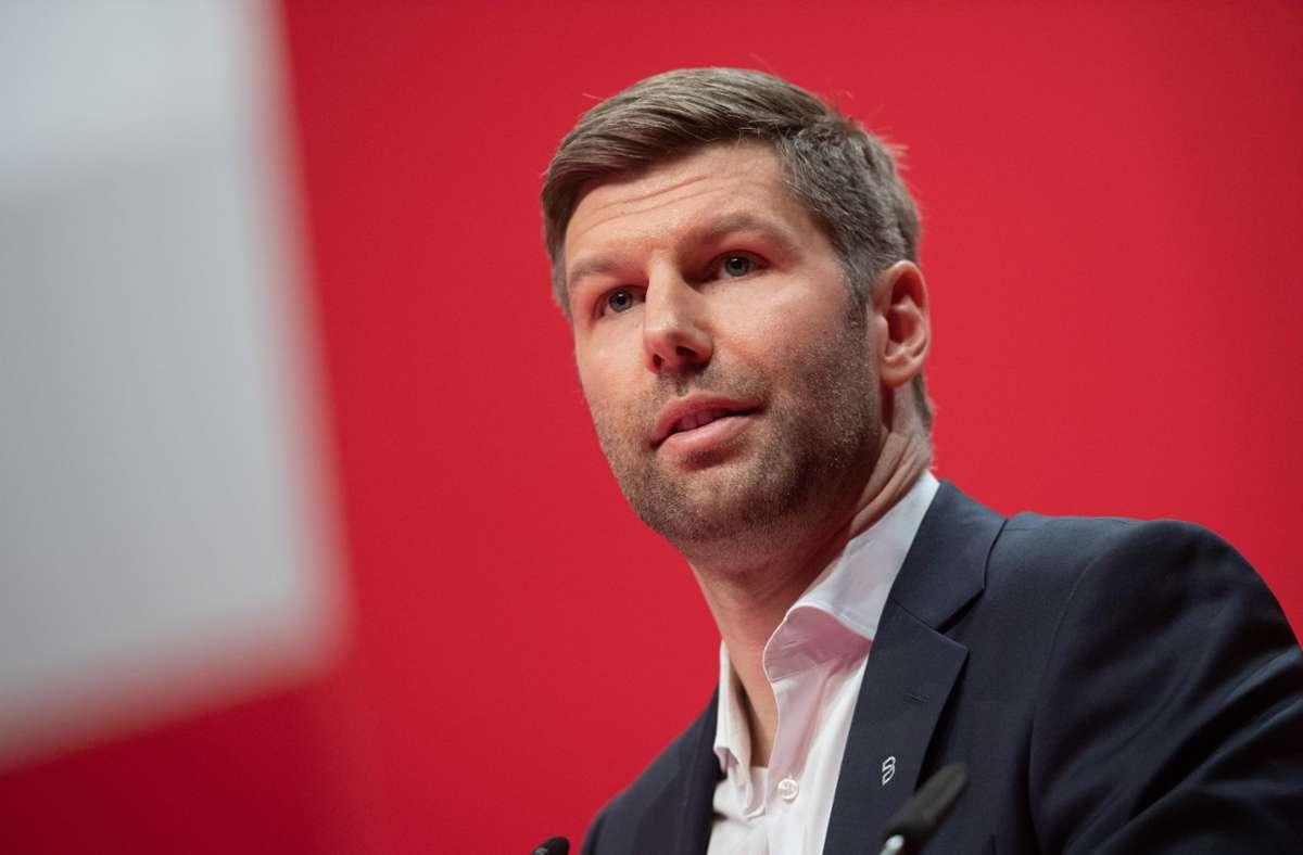 """""""Es wird Enttäuschungen geben"""", sagte VfB-Vorstandschef Thomas Hitzlsperger im Zusammenhang mit der geplanten Umstrukturierung. Foto: dpa/Tom Weller"""