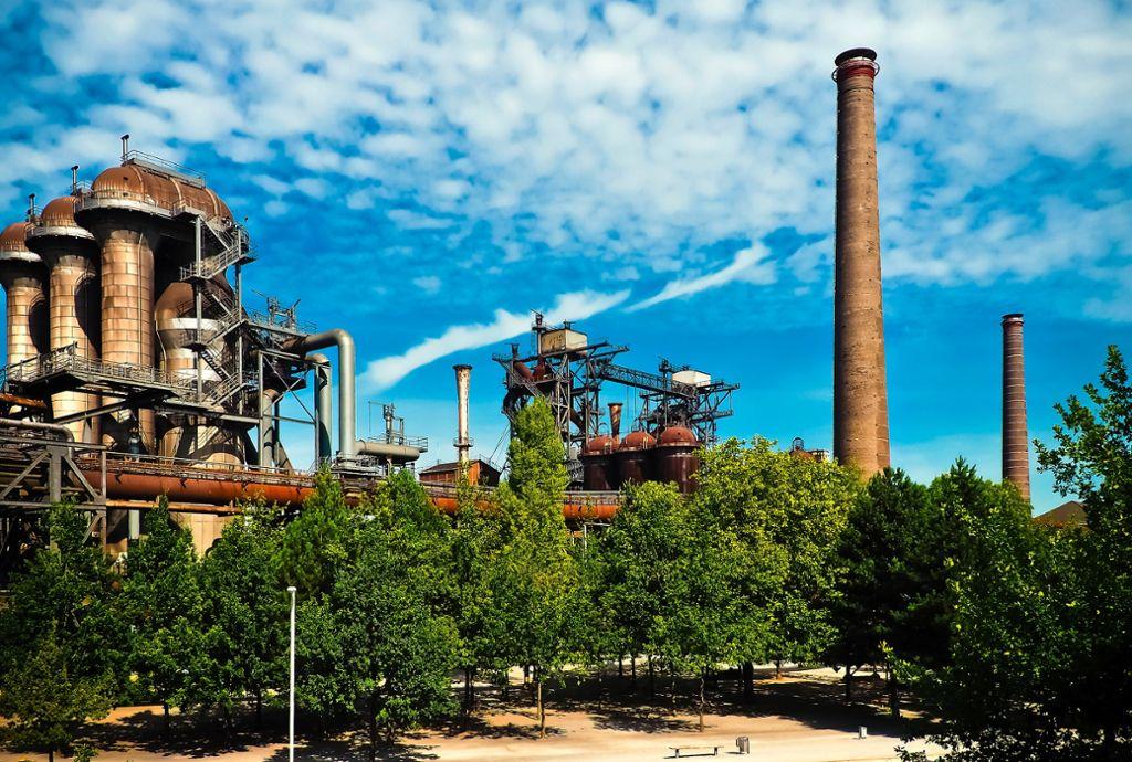 In Duisburg endet der Ruhrtal-Radweg. Dort wartet beeindruckende Industrie-Kultur.  Foto: Pixabay