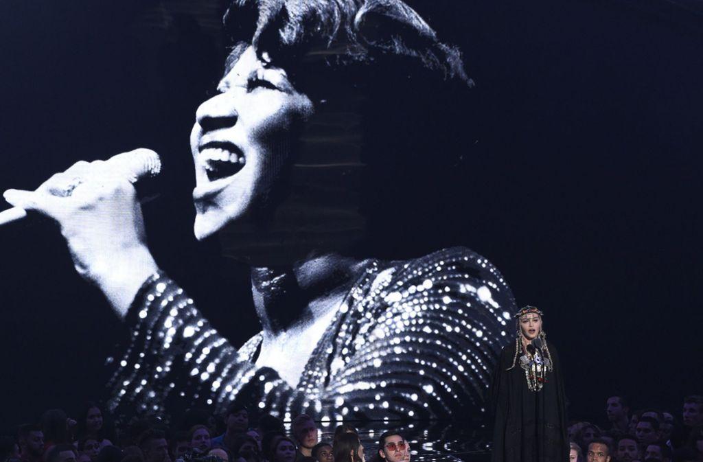 Madonna erinnert an die verstorbene Soulsängerin Aretha Franklin und erhält dafür Kritik. Foto: Invision