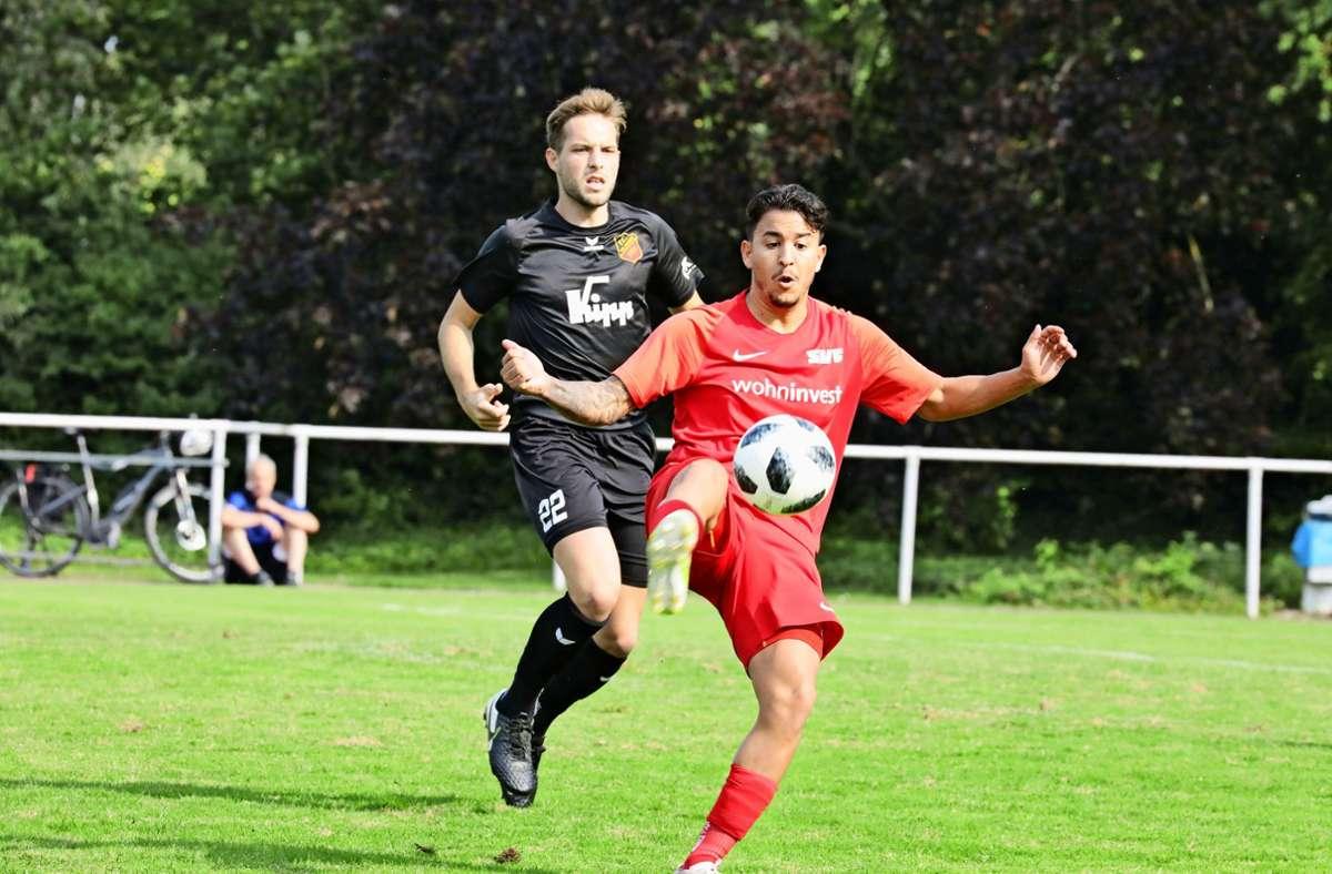 Dominic Sessa (vorn) und die SVF-Fußballer verlieren ihr Heimspiel. Foto: Patricia Sigerist
