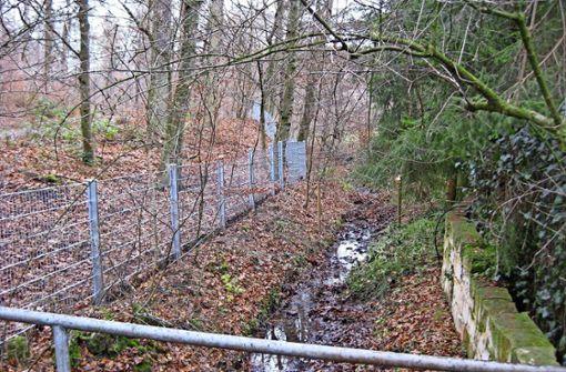 Illegaler Zaun versperrt Wildtieren die Wasserquelle
