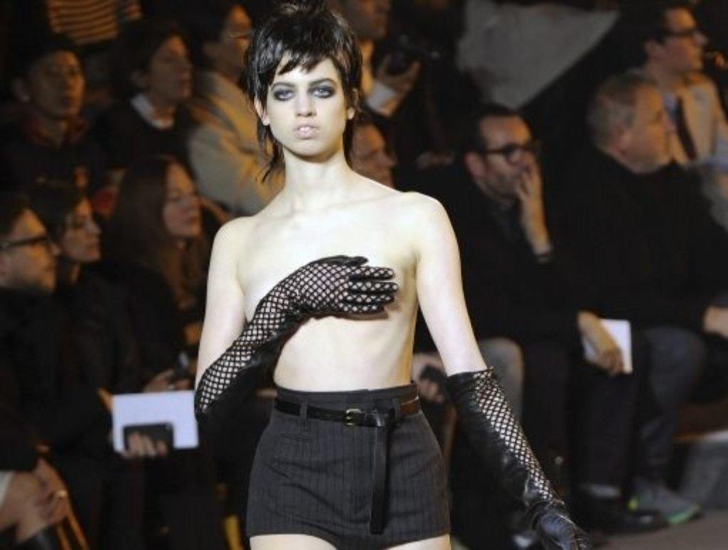 Oben nichts und unten ganz wenig: Hotpants auf dem Laufsteg bei Marc Jacobs. Foto: dpa
