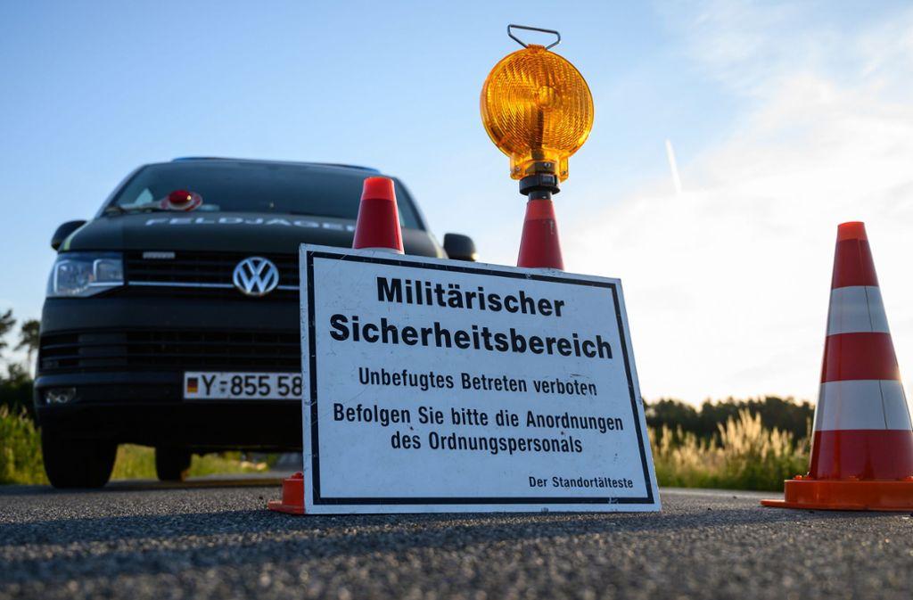 Ermittler haben das Gebiet des Eurofighter-Unfalls abgesperrt. Foto: dpa