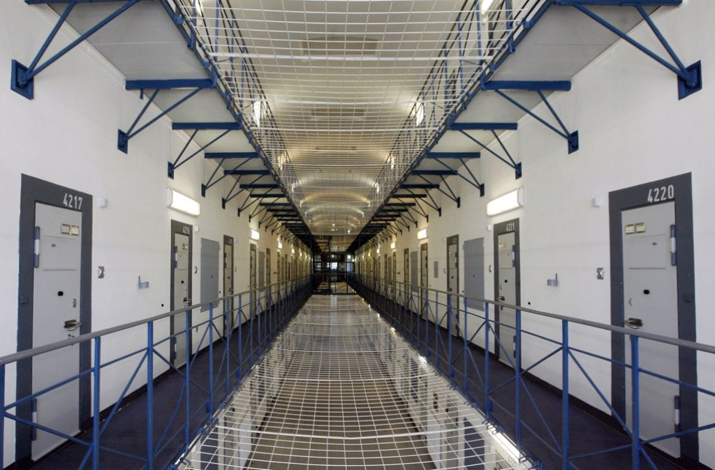 In den Gefängnisfluren des Landes spielen sich zum Teil unglaubliche Szenen ab. Foto: dpa