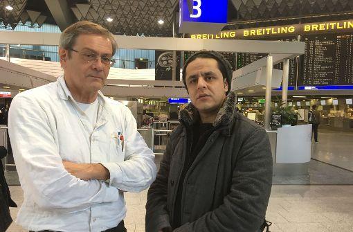 Der Geiger Albert Ginthör begleitet Pouya. Er will ein Zeichen der Solidarität setzen. Foto: Bianka Huber