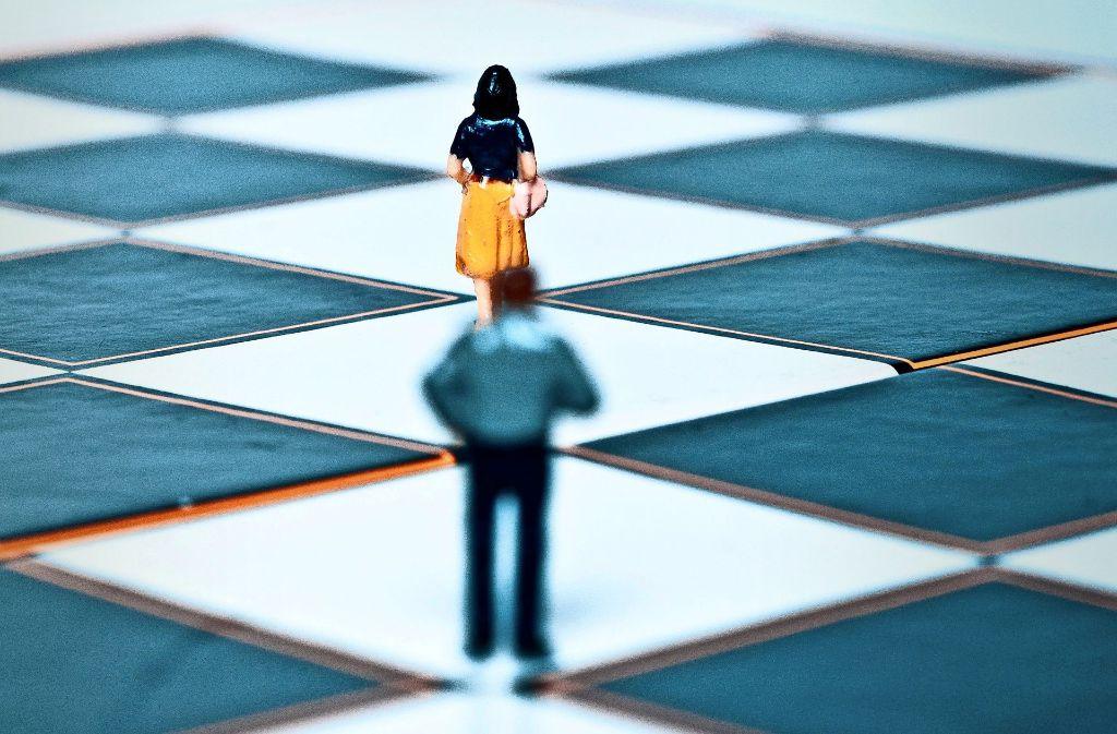 Nachstellen, verfolgen, drohen: Stalking   ist eine schwerwiegende Straftat. Foto: mauritius-images