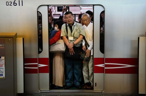 "Japanische Bahn entwickelt Fitness-App für Fahrgäste in ""Pendler-Hölle"""