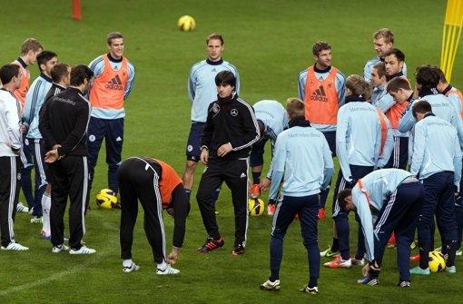 Die deutsche Nationalmannschaft beim Training vor dem Holland-Spiel. Foto: ANP
