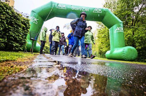 Nur wenige Läufer trotzen dem Landregen