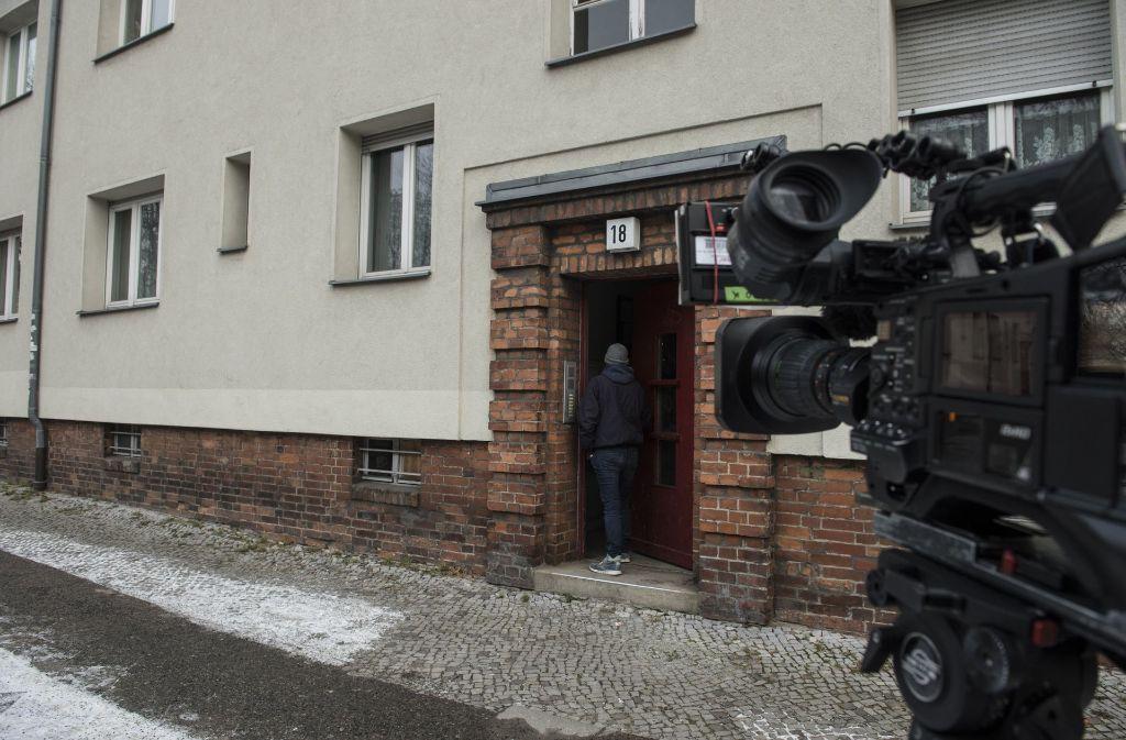In diesem Haus am Prenzlauer Berg wurde die Leiche eines Rentners in der Tiefkühltruhe gefunden. Foto: dpa