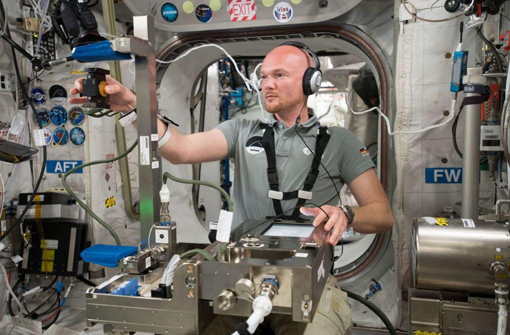 Alexander Gerst arbeitet auf der ISS. Foto: ESA/NASA
