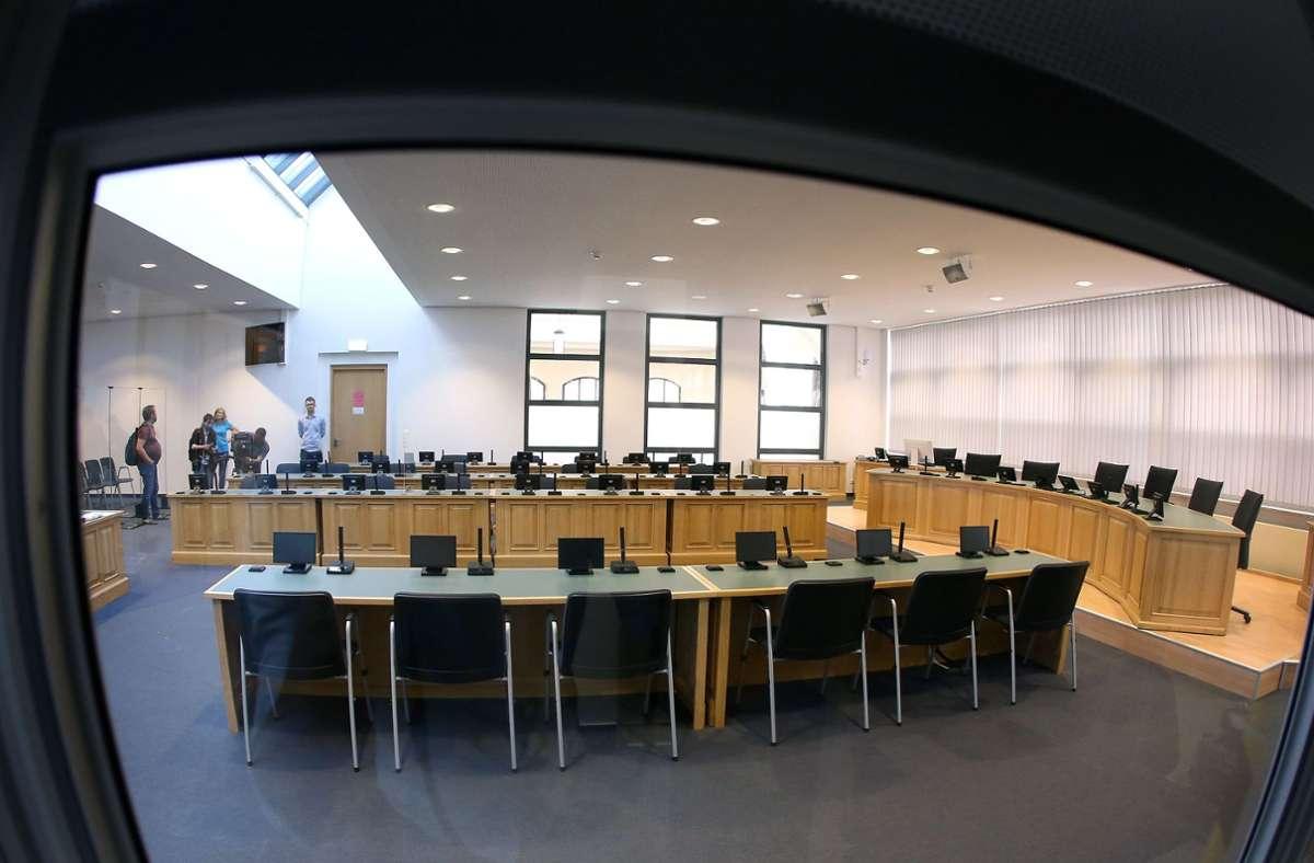 Der Sitzungssaal, in dem der Prozess verhandelt werden soll. Foto: Ronny Hartmann/dpa/Ronny Hartmann