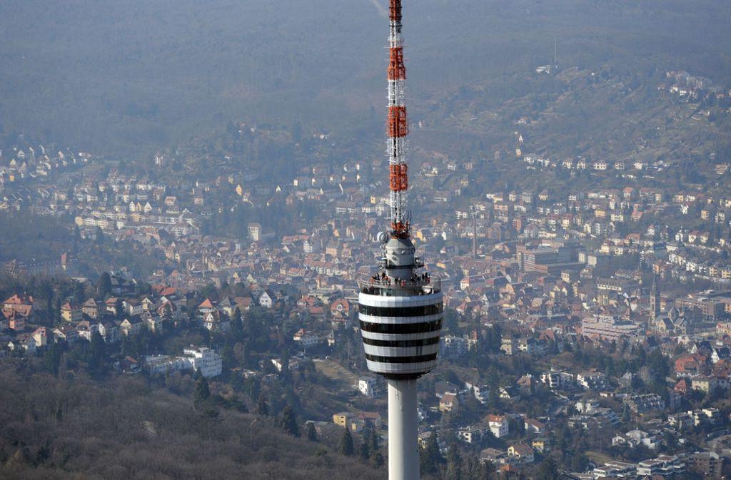 Der Stuttgarter Fernsehturm bietet die wohl weiteste Aussicht über Stadt und Land in der Umgebung – und ist daher ein begehrtes Fotomotiv für Social-Media-Nutzer. Foto: dpa
