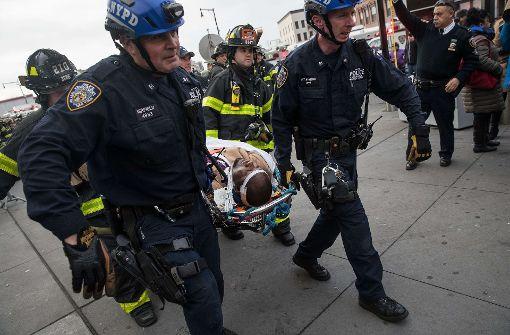 Zug entgleist in New York – zahlreiche Verletzte