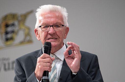 Ersatz für Hakenkreuz? Kretschmann für Verbot von Reichsflaggen