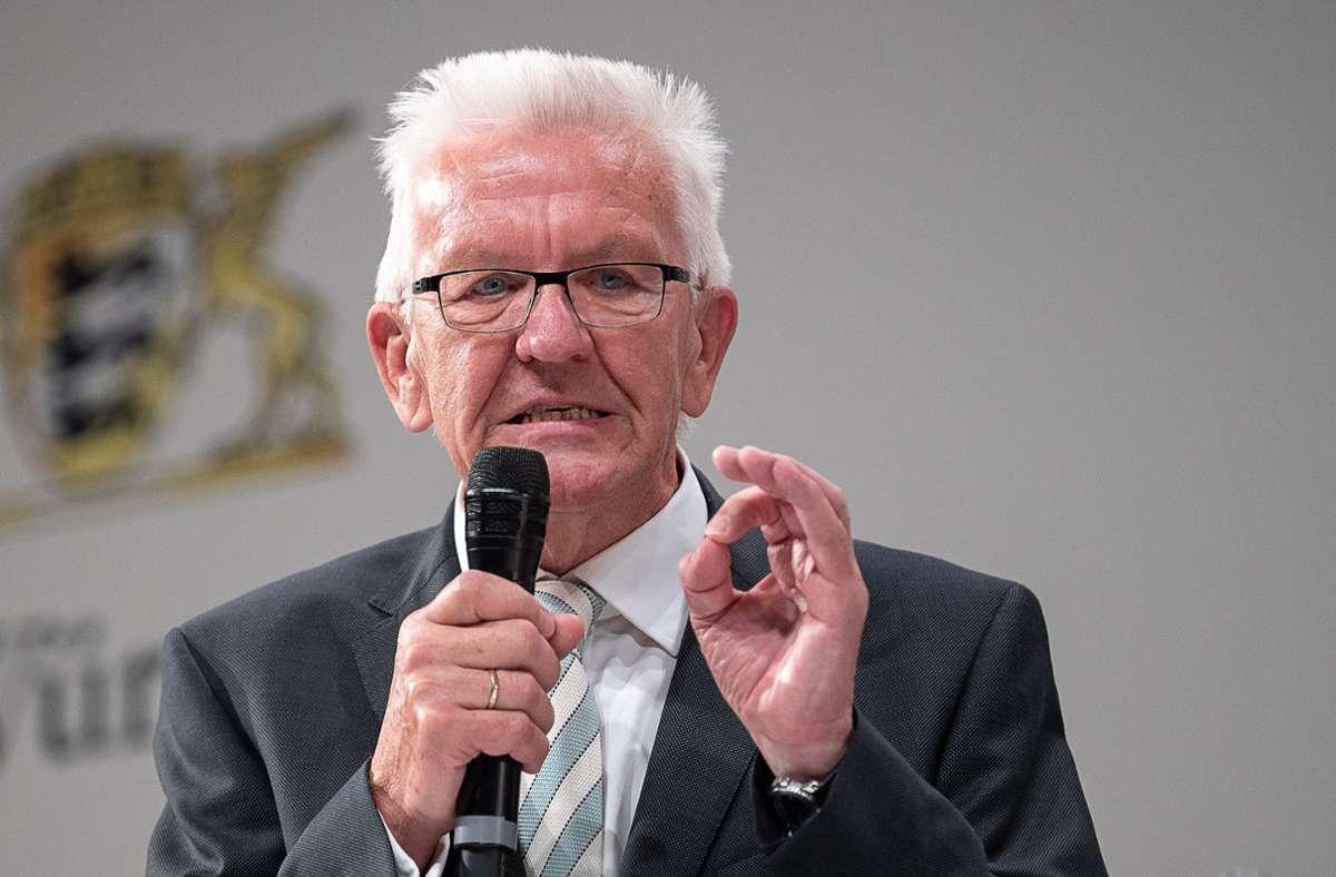 Ministerpräsident Winfried Kretschmann ist nur einer von vielen Politikern, die ein Verbot der Flaggen unterstützen. Foto: dpa/Sebastian Gollnow