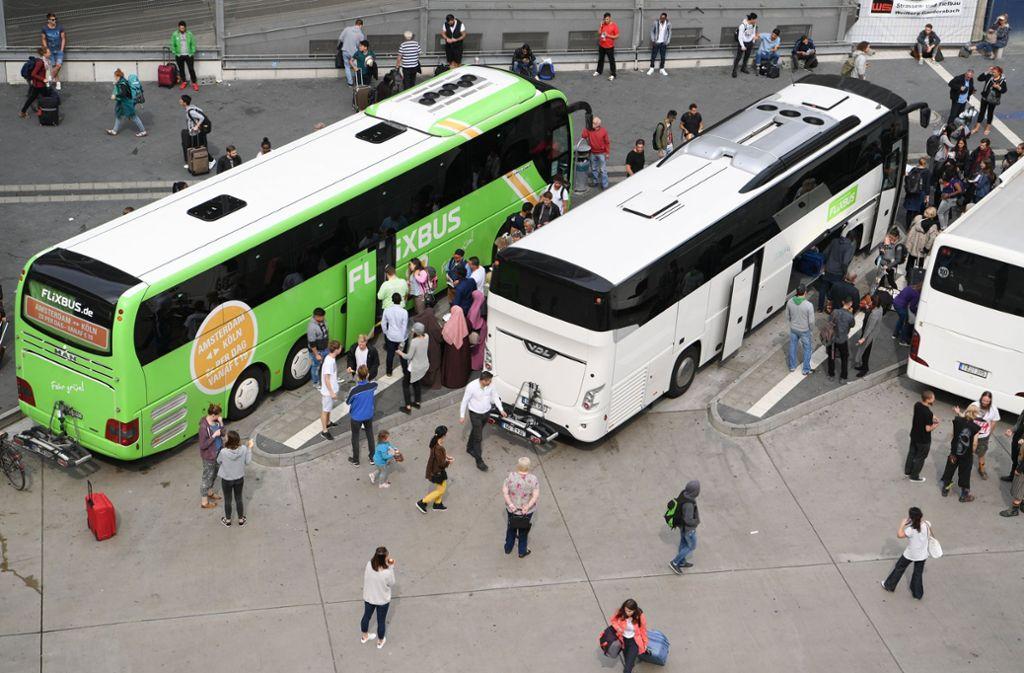 Die Zeiten der absoluten Billig-Fahrten sind vorbei, Fernbus-Reisen werden besonders auf gut nachgefragten Routen schrittweise teurer. Foto: dpa