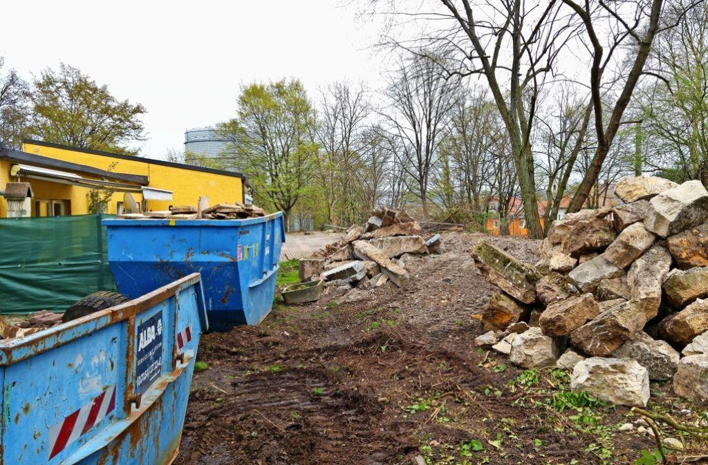 Der Spielplatz des Horts an der Parkstraße ist schon abgebaut. Foto: Jürgen Brand