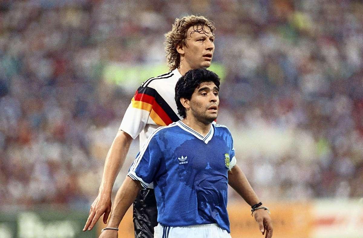 Der große Buchwald war im WM-Finale 1990 ein steter Schatten des kleinen Maradona. Foto: dpa/Frank Kleefeldt