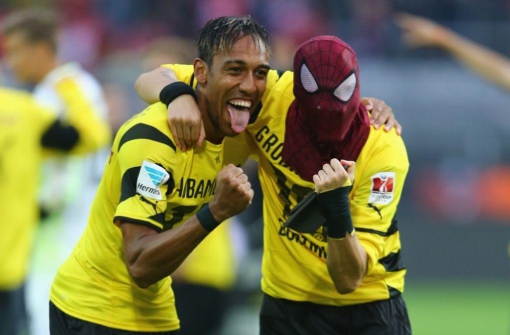 Wer verbirgt sich unter der Spiderman-Maske? Der Dortmunder Torschütze Pierre-Emerick Aubameyang Foto: Getty Images/Bongarts