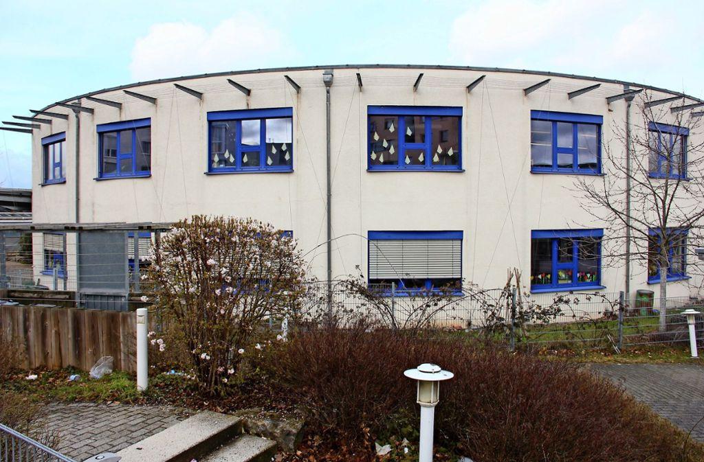 Die Maria-Montessori-Schule stammt aus dem Jahr 1997. Im April soll der Umbau starten. Läuft alles nach Zeitplan, ist im Sommer 2023 alles fertig. Foto: Bernd Zeyer