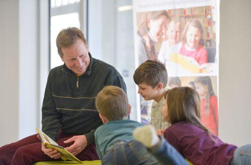 Preußler statt Politik: Stadträte lesen Schülern vor