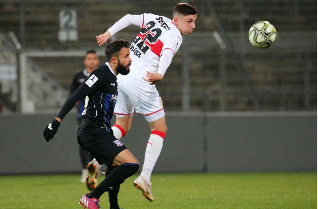 Der VfB Stuttgart II hat in der Regionalligapartie gegen den FSV Frankfurt kaum Chancen. Foto: Pressefoto Baumann