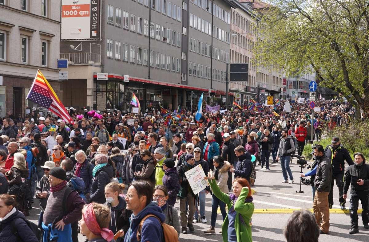 """Querdenken""-Demonstration in Stuttgart. Foto: Andreas Rosar Fotoagentur-Stuttg"