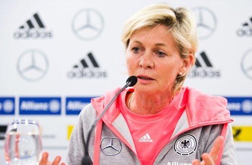Silvia Neid gibt Stab an Steffi Jones weiter