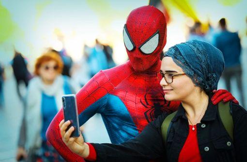 Als Spiderman auf Selfie-Fang