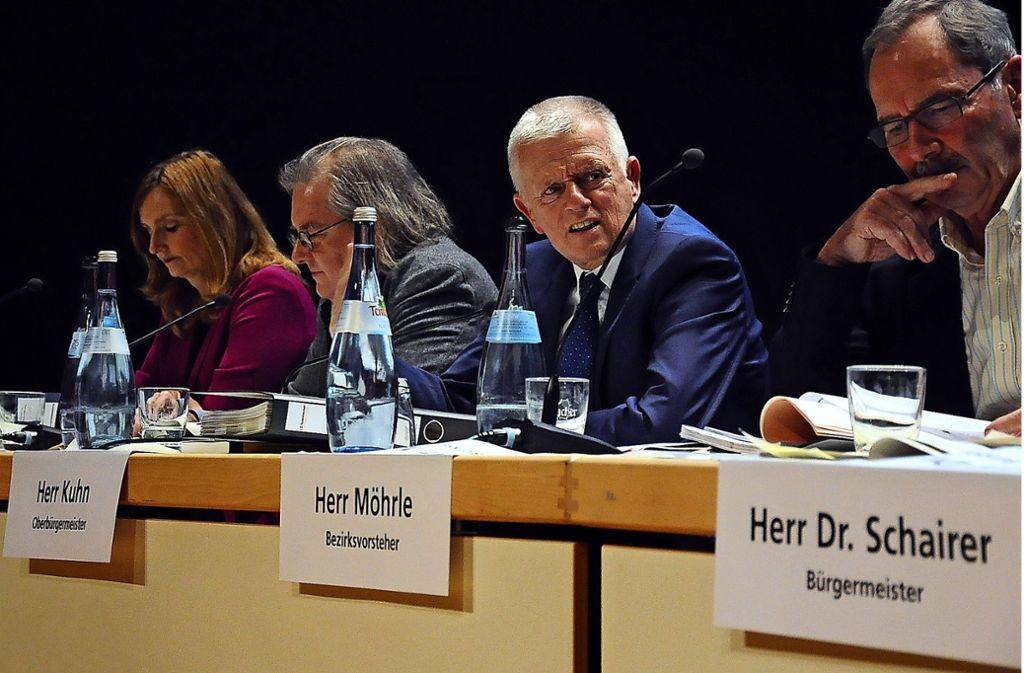 Bezirksvorsteher Reinhard Möhrle  sitzt künftig nicht mehr neben OB Kuhn und den Bürgermeistern Pätzold und Fezer (von rechts nach links) auf dem Podium. Foto: Georg Linsenmann