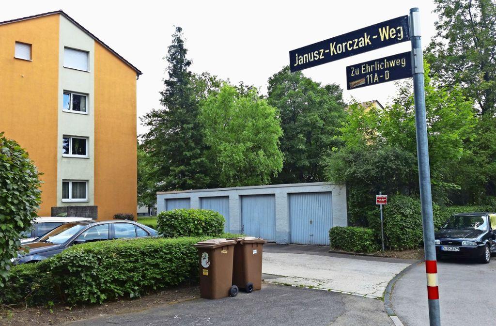 Wo jetzt in grüner Umgebung Garagen stehen, sollen sich bald drei- bis vierstöckige Punkthäuser erheben. Foto: Götz Schultheiss