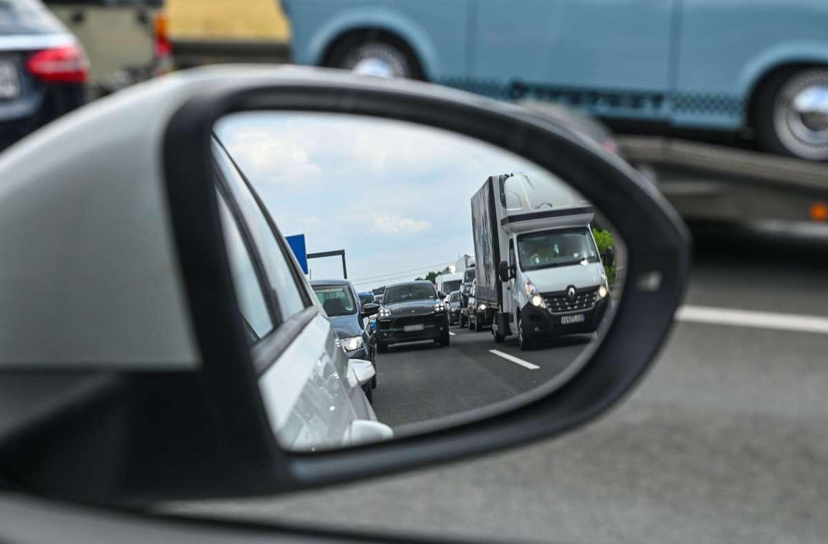 Auf den Autobahnen im Südwesten staute es sich. (Symbolbild) Foto: dpa/Patrick Pleul