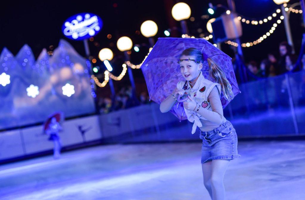 Mit einer Gala eröffnet die Eisbahn am Schlossplatz in Stuttgart Foto: Lichtgut/Max Kovalenko