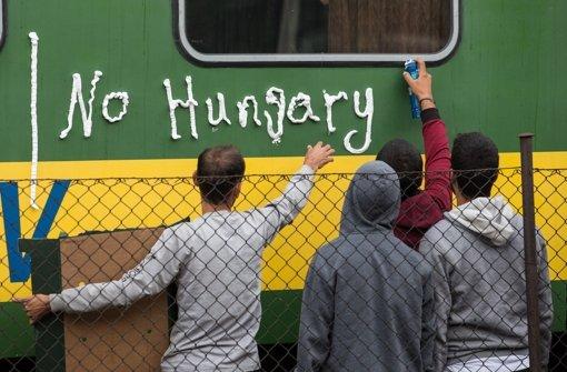 Flüchtlinge wollen Zug nicht verlassen